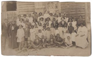 Photograph]: Students of Piney Pond School, La Crosse, Virginia 1914